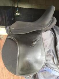 "17"" black maxam saddle"