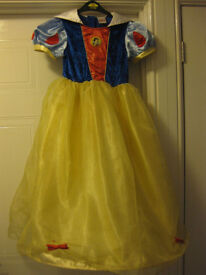 BEAUTIFUL DISNEY SNOW WHITE DRESS + SNOW WHITE HAIR BOW age 7-8 - WITH HOOP!!! REDUCED IN PRICE!