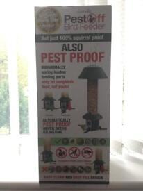 Pest Off Spring loaded bird feeder