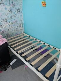 Single metal frame 4 post bed