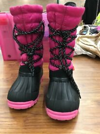Girls Snow Boots - size 11 Excellent Condition