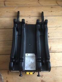 Bargain!! Baby car seat & Isofix base - McLaren Recaro