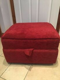 Great condition pouffe / footstool / seat with storage