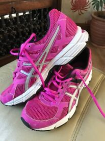 Aasics running shoes size 6