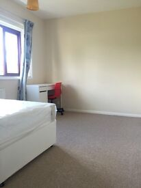 2 Double room available to let to share closed to city centre M18
