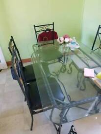 Table an 6 chairs