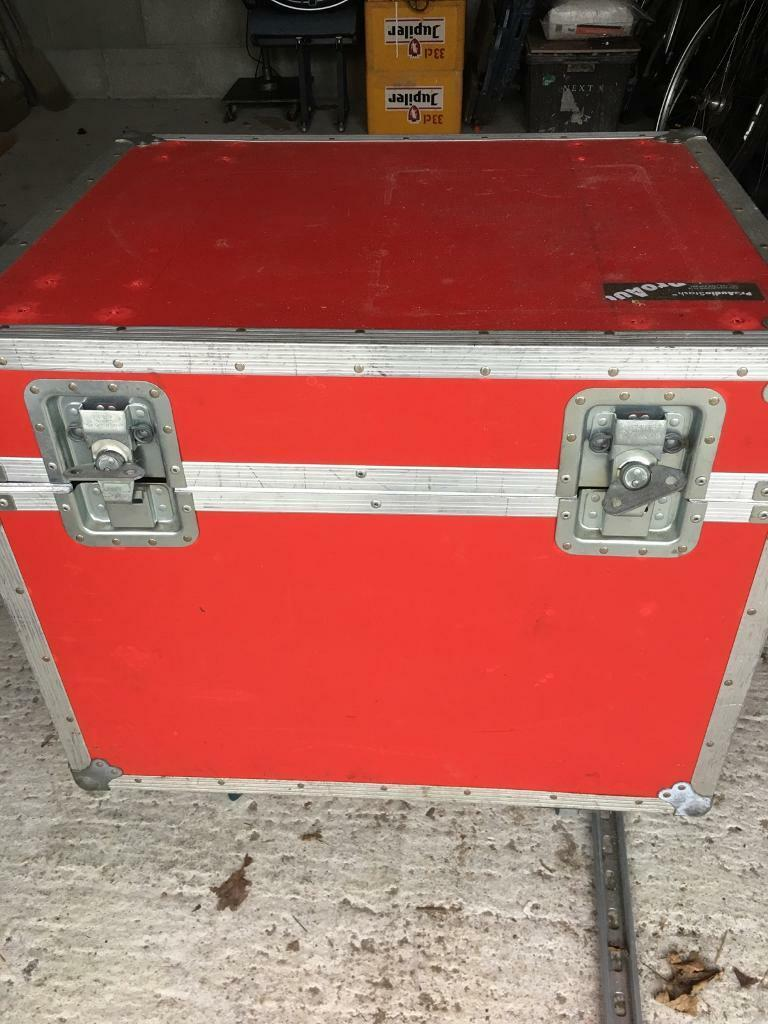 Pro audio flight case with wheels