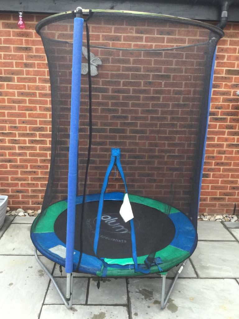 5ft Trampoline With Enclosure