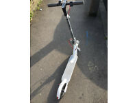 FOLDABLE WHITE SPORT ELETRIC SCOOTER