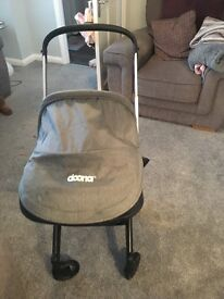 Doona car seat stroller/ isofix/ grey matching changing bag/ Sun shade