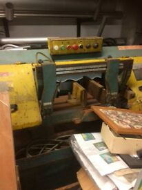 Band saw Full working order make me an offer