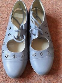 Size 2 Clarks Girl's Shoes - Blue