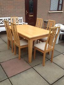 Light Oak Dining Table and 6 chairs - excellent condition