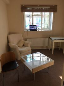 VClean TWIN Room in a Bedroom Flat Liverpool St Whitechapel Commercial Rd for 1or2 organised girls