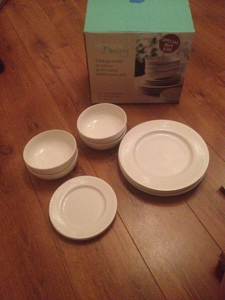Porcelain Tableware Set (Vintage White ): 4 plates, 4 bowls, 2 side plates
