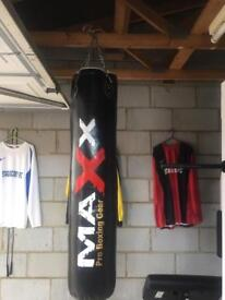 Punch bag, hanging hook, gloves and rope