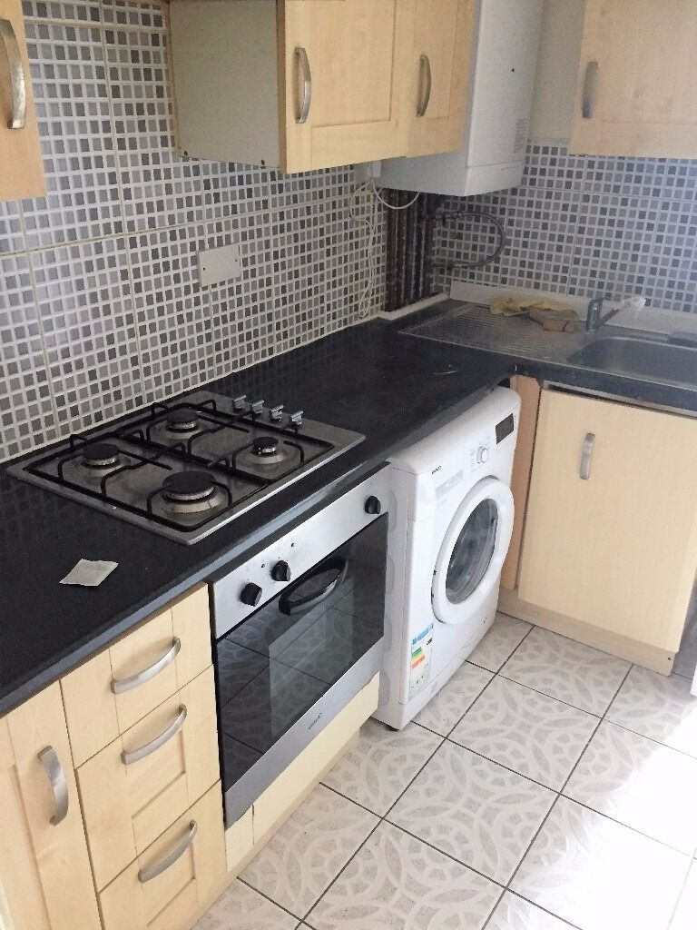 PROPERTY HUNTERS ARE PLEASED TO OFFER A 1 BED FLAT FOR £825PCM IN SEVEN KINGS OFF HIGH ROAD!