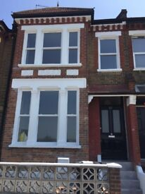 Massive 4 bedroom house with large Reception mins away from Stratford!! CALL in now!!