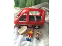 Little Tikes Dolls House Bus with car seat and figures