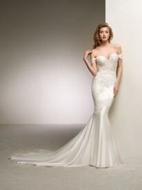 Wedding Dress: Pronovias Dante Off the Shoulder Sweetheart Mermaid Gown Size 6 Comes with Veil