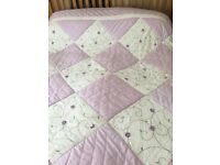 Kingsize bed cover with 2 matching pillow shams