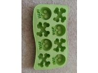 Skull and Crossbones Silicone Tray
