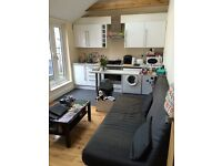 ONE DOUBLE BEDROOM UNFURNISHED FIRST FLOOR FLAT located a few minutes walk of West Wickham station