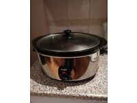 Virtually brand new slow cooker