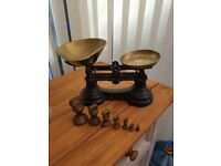 BLACK AND BRASS OLD FASHIONED FOOD WEIGHING SCALES