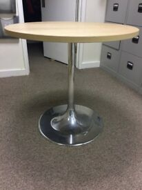 Round Table with lightweight aluminium base