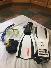 1 x Fins extra small Mares Plana Avanti + Gul Dive mask and Snorkel. Never used.