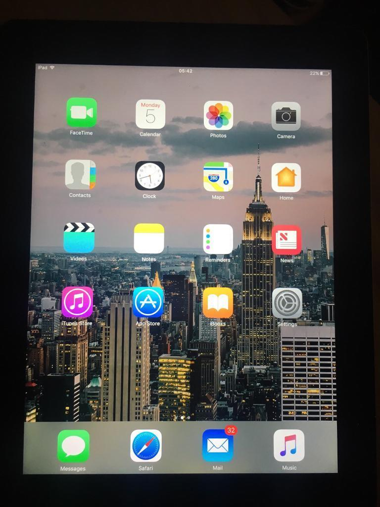 iPad 4 for salein Stretton, StaffordshireGumtree - iPad fully working order great battery life comes with Apple original charger and case has no scratches or marks on screen always had a screen protector on however on the back of the iPad is a scratch which does not effect the use of the iPad has a...