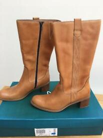 CLARKS OMBRIE TAN LEATHER BOOTS