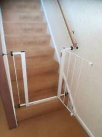 Childs stair gate in very good condition strong Spring opening child could not open.