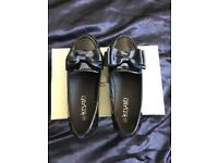 Black bow Loafers, size 5