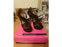 WOMENS SIZE 8 RIVER ISLAND BLACK HEELS