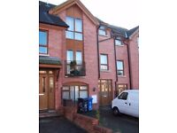 LARGE DOUBLE ENSUITE ROOM WITH KITCHENETTE IN ANNADALE GREEN TOWNHOUSE, BELFAST