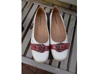 Brand new boxed Cushion Walks shoes size 8