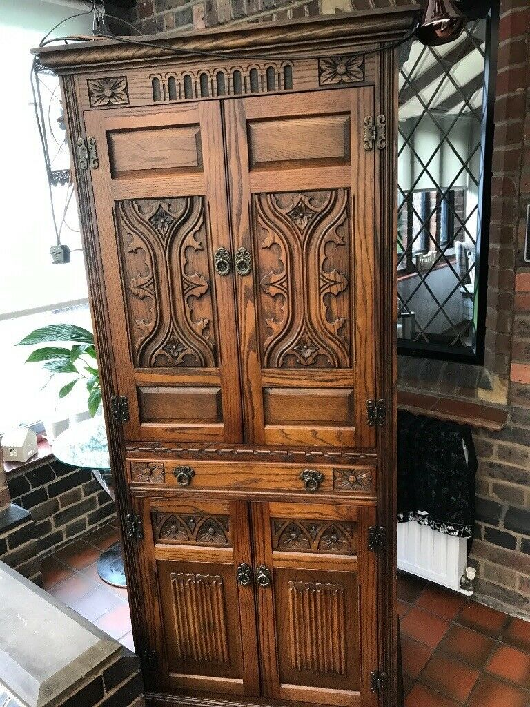 Old English Charm: Old Charm English Oak Wood Drinks Cabinet