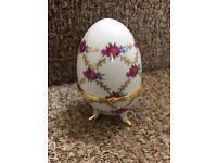 Decorative egg piece