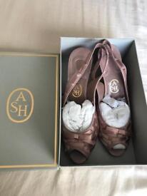 Ladies Shoes/Matching shoulder bag