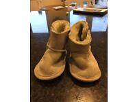 Mamas & Papas Faux Fur-lined Booties 12-18months.