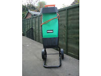 Wood Chipper/Shredder, 2400 watts, excellent condition, little use