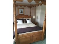 SOLID PINE 4 POSTER BED WITH 5 PIECES OF MATCHING BEDROOM FURNITURE