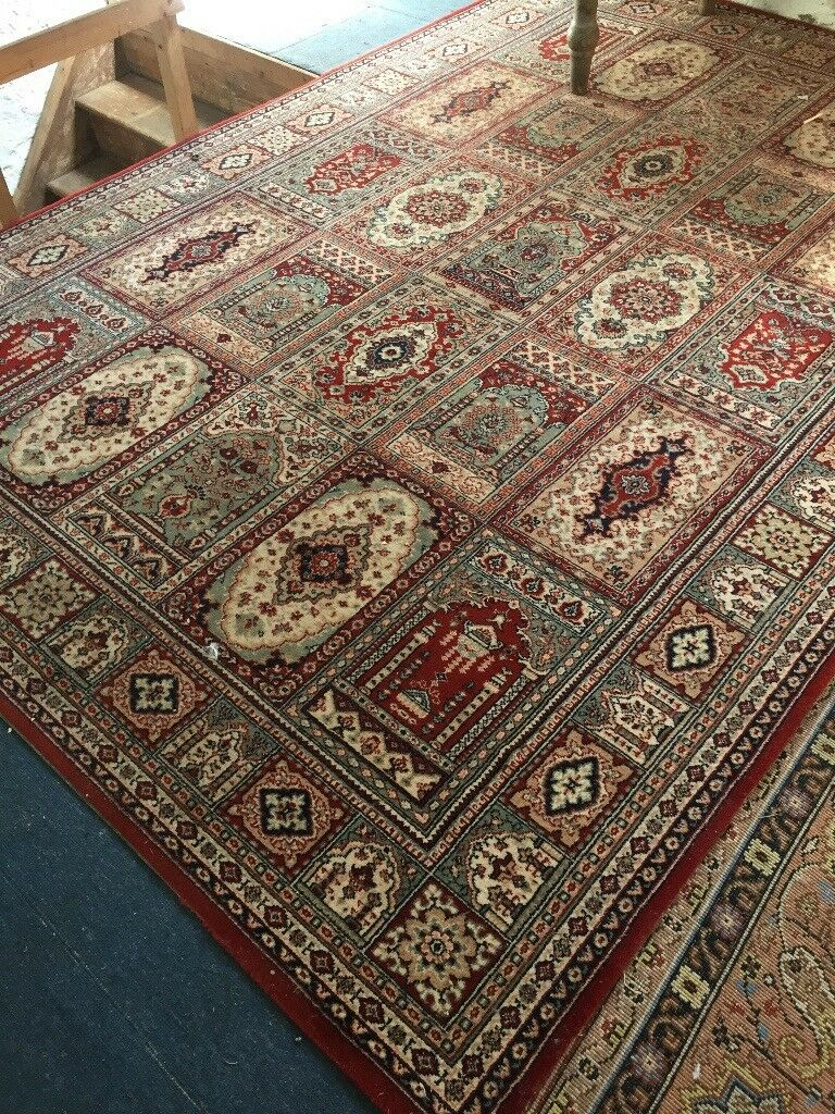Attractive All Wool Carpet 3mx2m Hardly Worn Strong