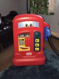 Toy petrol pump
