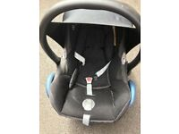 Maxi cosi stage 1 car seat with hood