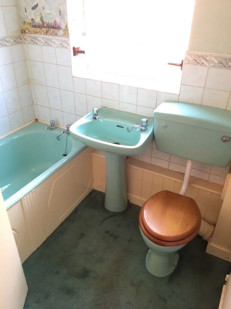 Bathroom Suite Retro