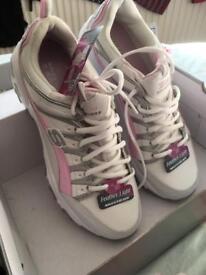 Women's Skechers brand new size 7