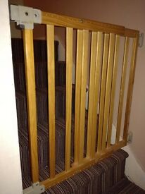 Extending stair gate